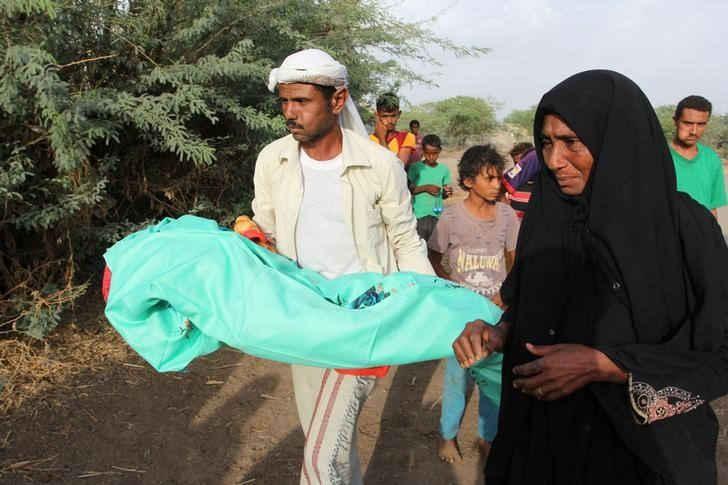 A relative of Jamila Ali Abdu, 7, carries her body to a burial procession in a village graveyard following her death of malnutrition in the Red Sea port city of Hodeidah, Yemen May 2, 2017. REUTERS/Abduljabbar Zeyad