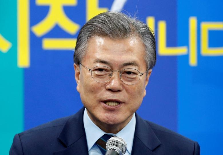 2017年3月14日,韩国总统候选人文在寅(Moon Jae-in)在首尔的竞选活动现场发表讲话。REUTERS/Kim Kyung-Hoon