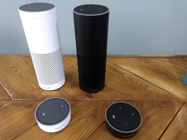 5月8日、米国の音声認識機能付きスピーカー市場で、米アマゾンのシェアが今年70.6%に達する見通しだ。写真は同社の「アマゾン・エコー」。2016年9月撮影(2017年 ロイター/Peter Hobson)