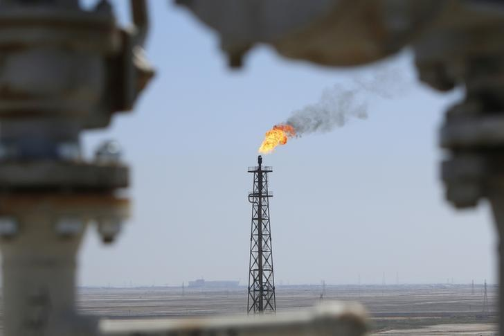 FILE PHOTO: Gas burns off at the al-Shuaiba oil refinery near Basra, Iraq, April 20, 2017.   REUTERS/Essam Al-Sudani/File Photo