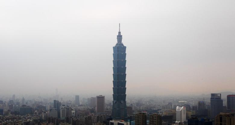 The Taipei 101 building is seen from Elephant Mountain in Taipei April 15, 2011.  REUTERS/Pichi Chuang