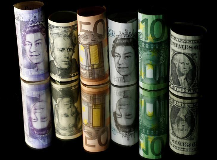 2017年4月28日,美元、欧元和英镑纸币。REUTERS/Dado Ruvic