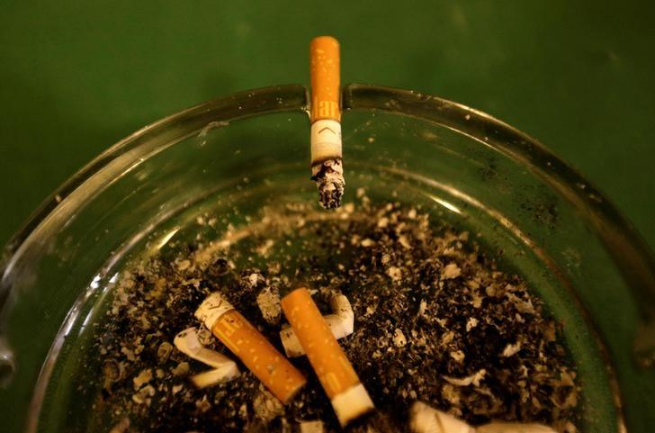 FILE PHOTO - A cigarette burns in an ashtray at a pub in Prague, Czech Republic, May 8, 2017. REUTERS/David W Cerny