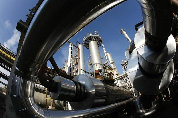 A general view of a crude distillation unit at LUKOIL Neftochim Bourgas complex near Bourgas, some 460 km (130 miles) east from capital Sofia, November 21, 2008. REUTERS/Oleg Popov/Files