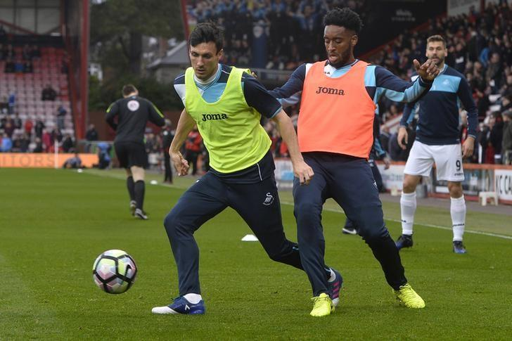Britain Football Soccer - AFC Bournemouth v Swansea City - Premier League - Vitality Stadium - 18/3/17 Swansea City's Leroy Fer and Jack Cork warm up before the game Reuters / Hannah McKay Livepic
