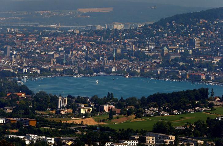 General view of the city of Zurich and Lake Zurich, Switzerland July 20, 2016.     REUTERS/Arnd Wiegmann