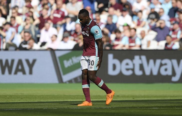 Britain Football Soccer - West Ham United v Swansea City - Premier League - London Stadium - 8/4/17 West Ham United's Michail Antonio leaves the pitch after sustaining an injury  Action Images via Reuters / Tony O'Brien Livepic
