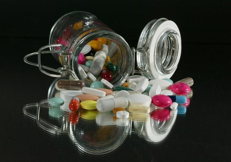 Medical illustration. Pills of all kinds, shapes and colours, March2003. REUTERS/Jacky NaegelenJNA/ - RTR1560Y