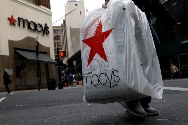 5月11日、米百貨店大手のノードストロームやメーシーズ、コールズが発表した四半期既存店売上高は、軒並み予想割れとなった。ニューヨークのブルックリンで撮影(2017年 ロイター/Brendan McDermid)