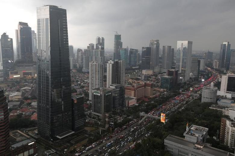 Aerial view of Sudirman business district during sunset in Jakarta, Indonesia May 5, 2017. REUTERS/Beawiharta