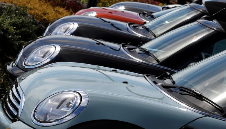FILE PHOTO: New Mini cars parked outside a Mini dealership in Brighton in southern England August 6, 2013.  REUTERS/Luke MacGregor/File Photo