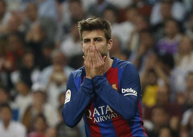 5月13日、サッカーのスペイン1部、バルセロナは、DFジェラール・ピケ(写真)が体調不良のために14日のラスパルマス戦には帯同せず、欠場すると明らかにした。マドリードで4月撮影(2017年 ロイター)