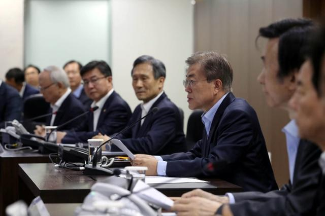 South Korean President Moon Jae-in presides over National Security Council at the Presidential Blue House in Seoul, South Korea, May 14, 2017.   Baek Seung-ryol/Yonhap via REUTERS