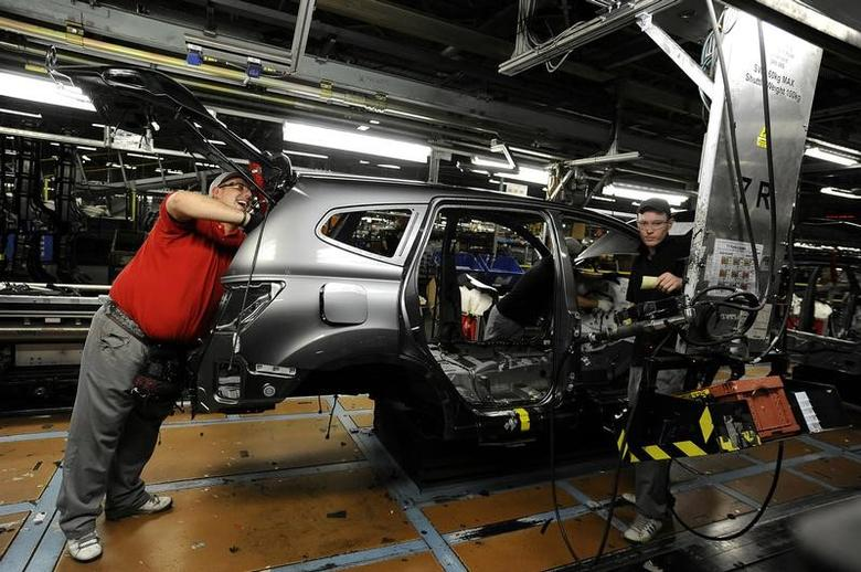 FILE PHOTO -  Nissan technicians work on a Qashqai car on the production line at the company's plant in Sunderland, Britain November 9, 2011. REUTERS/Nigel Roddis/File Photo