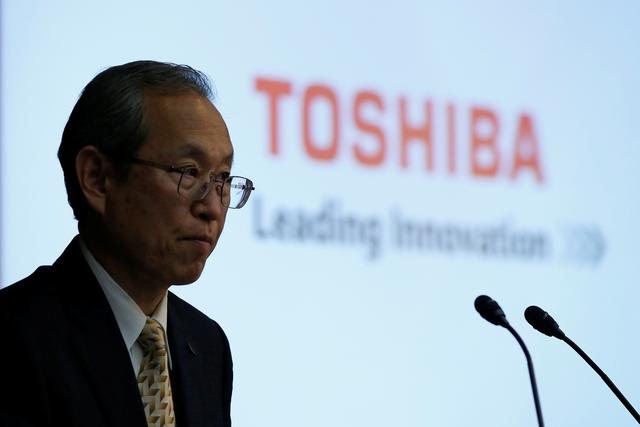 Toshiba Corp CEO Satoshi Tsunakawa attends a news conference at the company's headquarters in Tokyo, Japan May 15, 2017.   REUTERS/Toru Hanai