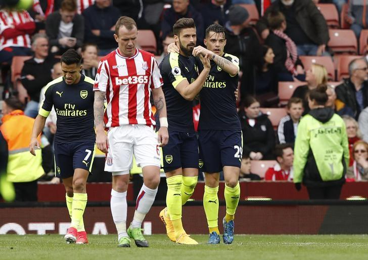 Britain Football Soccer - Stoke City v Arsenal - Premier League - bet365 Stadium - 13/5/17 Arsenal's Olivier Giroud celebrates scoring their first goal with team mates  Reuters / Stefan Wermuth Livepic