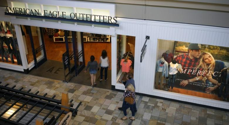 FILE PHOTO: Shoppers enter the American Eagle Outfitters store in Broomfield, Colorado August 20, 2014. REUTERS/Rick Wilking