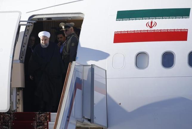 5月17日、米国務省は2015年のイラン核協議の合意に基づき、同国に対する広範な制裁緩和の延長を決定した。 写真はイランのロウハニ大統領。3月撮影(2017年 ロイター/Maxim Shemetov)