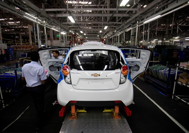 FILE PHOTO: Employees work on a Chevrolet Beat car on an assembly line at the General Motors plant in Talegaon, about 118 km (73 miles) from Mumbai September 3, 2012. REUTERS/Danish Siddiqui/File Photo