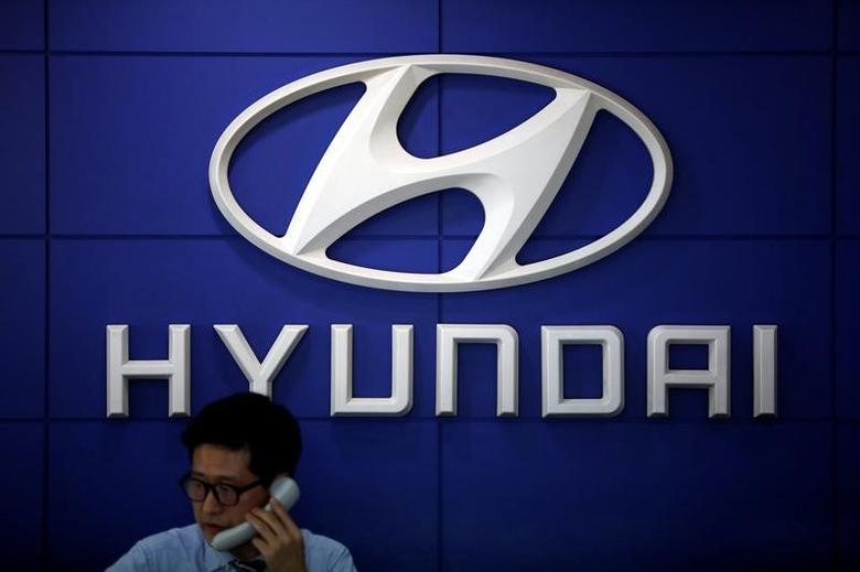 The logo of Hyundai Motor is seen at its dealership in Seoul, South Korea, April 26, 2017. REUTERS/Kim Hong-Ji/Files