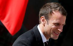 Emmanuel Macron ne bénéficie pas d'un état de grâce, avec une première cote de confiance inférieure à celle de François Hollande, Nicolas Sarkozy et Jacques Chirac au même moment. /Photo prise le 16 mai 2017/REUTERS/Gonzalo Fuentes