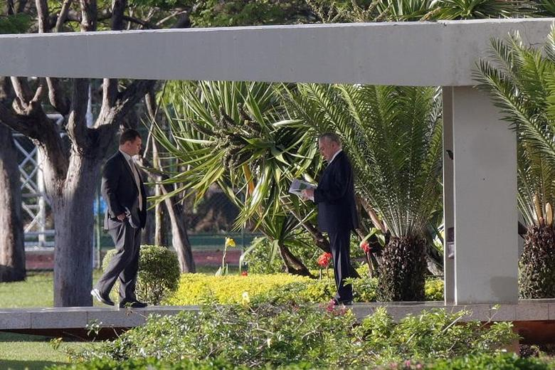 Brazil's President Michel Temer leaves the Jaburu Palace in Brasilia, Brazil May 18, 2017. REUTERS/Ueslei Marcelino