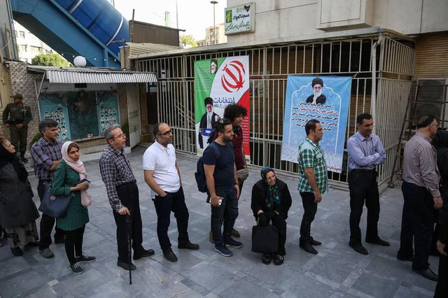 Iranian people stand in a queue to vote during the presidential election in Tehran, Iran, May 19, 2017. TIMA via REUTERS