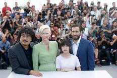 """Elenco do filme """"Okja"""" durante Festival de Cannes, na França. 19/05/2017 REUTERS/Stephane Mahe"""
