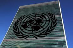 El caso de una mujer nigeriana objeto de trata en España, que luego fue deportada cuando estaba embaraza, fue presentado ante un comité de derechos de las Naciones Unidas para subrayar la falta de protección que sufren las víctimas de tráfico para fines sexuales, dijo una ONG especializada en asuntos legales femeninos. En la imagen de archivo, el logo de la ONU en su sede en Nueva York. REUTERS/Carlo Allegri