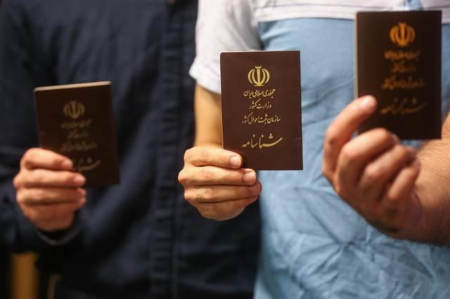 Voters show their documents in a polling station before closing vote for the presidential election in Tehran, Iran, May 19, 2017. TIMA via REUTERS