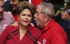 Ex-presidentes Luiz Inácio Lula da Silva e Dilma Rousseff 03/10/2014 REUTERS/Nacho Doce