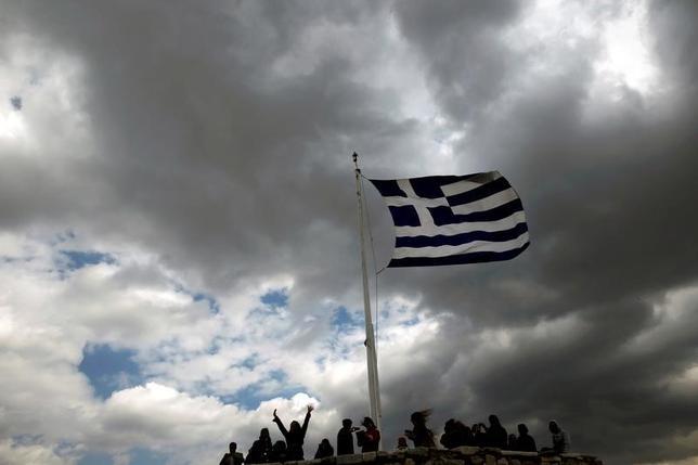 5月23日、国際通貨基金(IMF)のポール・トムセン欧州局長は、ギリシャ支援にIMFが参加するためには、同国経済についてユーロ圏がより現実的な想定を示すとともに、債務削減策についてさらに詳細を把握する必要があるとの認識を示した。アテネのアクロポリスの丘で2015年3月撮影(2017年 ロイター/Alkis Konstantinidis/File Photo)