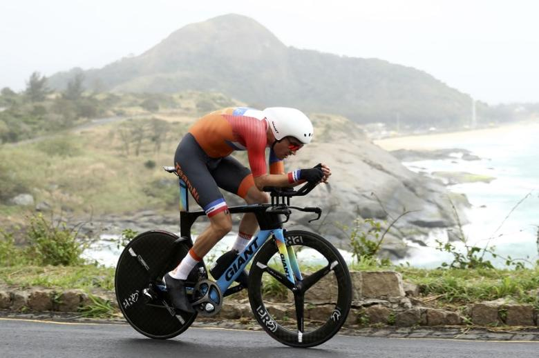 2016 Rio Olympics - Cycling Road - Final - Men's Individual Time Trial - Pontal - Rio de Janeiro, Brazil - 10/08/2016. Tom Dumoulin (NED) of Netherlands competes.       REUTERS/REUTERS/Bryn Lennon/Pool