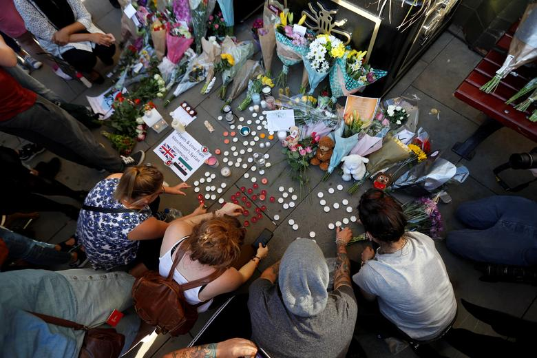 People take part in a vigil for the victims of an attack on concert goers at Manchester Arena, in central Manchester, Britain May 23, 2017. REUTERS/Peter Nicholls