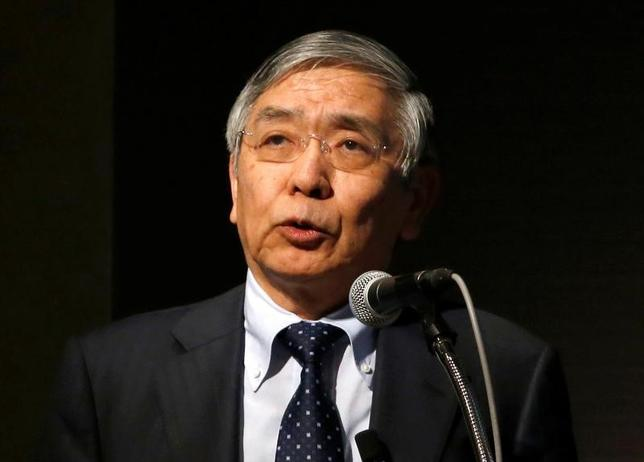 5月24日、黒田東彦日銀総裁(写真)は、日銀金融研究所主催の国際コンファランスであいさつし、景気に中立的な自然利子率が近年低下しているとの見方に、異論はないとの認識を示した。写真は都内で3月撮影(2017年 ロイター/Toru Hanai)