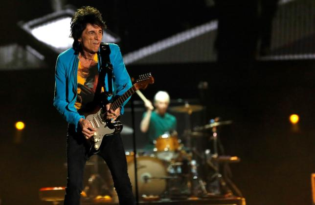 Ronnie Wood of The Rolling Stones performs during Desert Trip music festival at Empire Polo Club in Indio, California U.S., October 7, 2016.   REUTERS/Mario Anzuoni