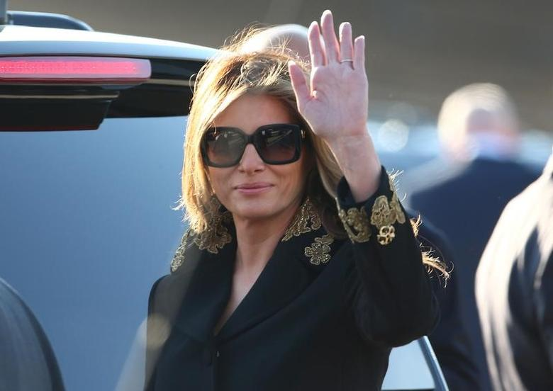 U.S. first lady Melania Trump waves as she arrives at the Leonardo da Vinci-Fiumicino Airport in Rome, Italy, May 23, 2017.       REUTERS/Alessandro Bianchi
