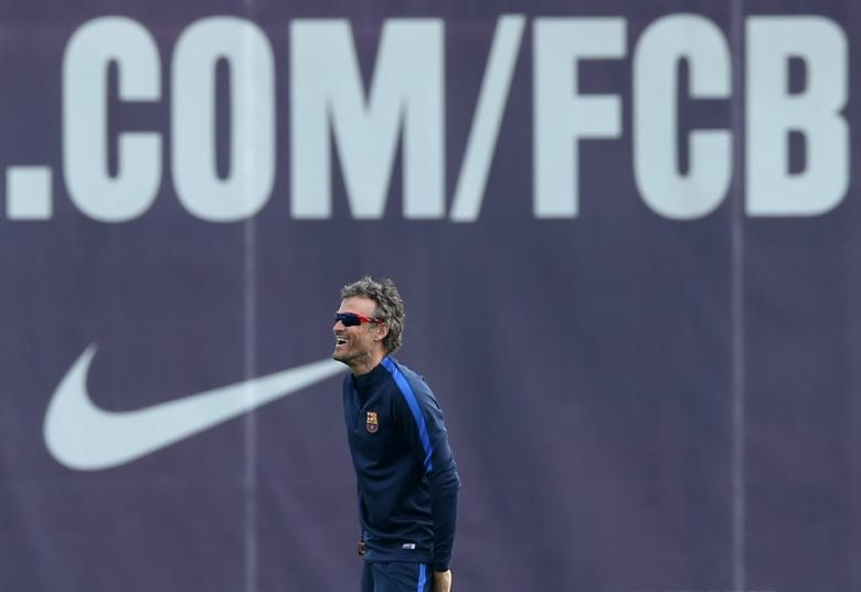 Soccer Football - Barcelona training session - UEFA Champions League Quarterfinal - Joan Gamper training camp, Barcelona, Spain - 18/4/2017 - Barcelona's coach Luis Enrique attends a training session. REUTERS/Albert Gea