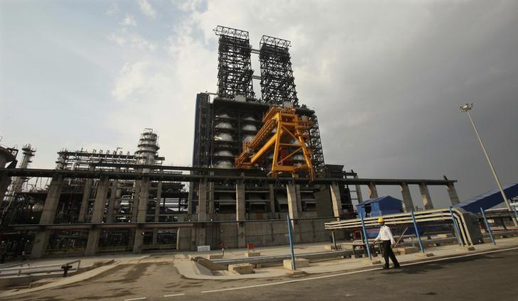 A worker walks inside the complex of Guru Gobind Singh oil refinery near Bhatinda in Punjab April 27, 2012. REUTERS/Ajay Verma/Files