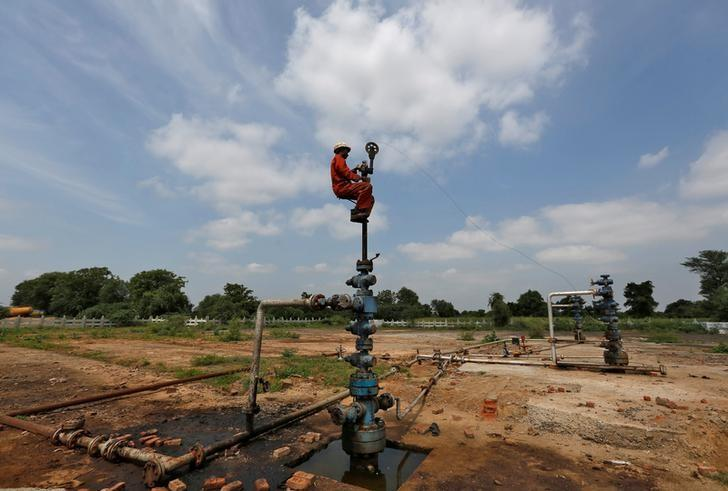 A technician works at the Oil and Natural Gas Corp (ONGC) wells at its oil field on the outskirts of Ahmedabad, India, September 30, 2016. REUTERS/Amit Dave/Files