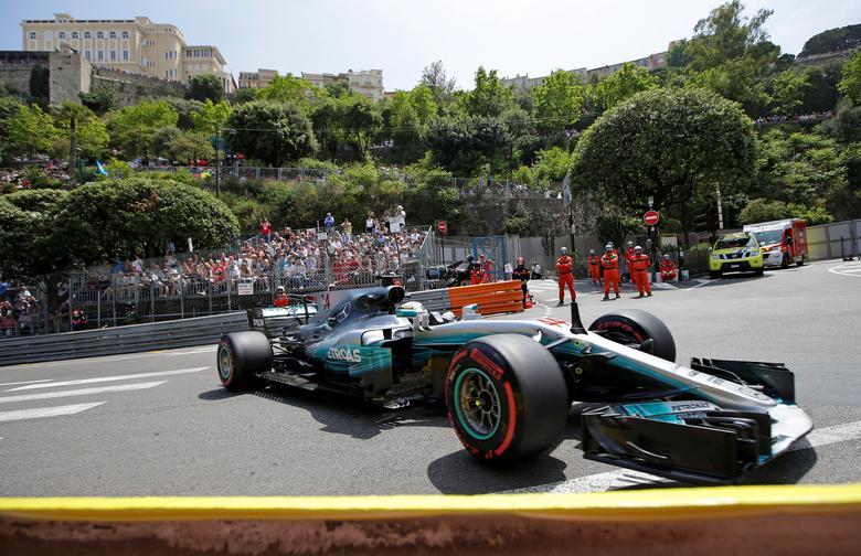 Formula One - F1 - Monaco Grand Prix - Monaco - 25/05/2017 - Mercedes' Lewis Hamilton in action during the second free practice session.  REUTERS/Max Rossi