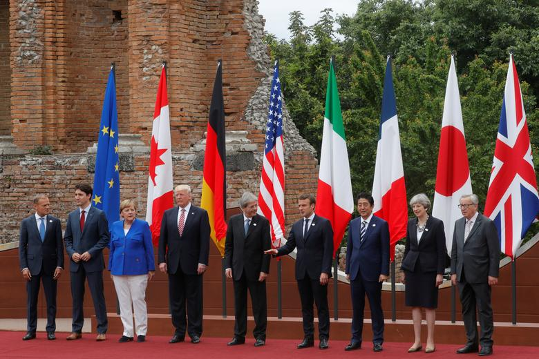 From L-R, European Council President Donald Tusk, Canadian Prime Minister Justin Trudeau, German Chancellor Angela Merkel, U.S. President Donald Trump, Italian Prime Minister Paolo Gentiloni, French President Emmanuel Macron, Japanese Prime Minister Shinzo Abe, Britain's Prime Minister Theresa May and European Commission President Jean-Claude Juncker pose for a family photo during the G7 Summit in Taormina, Sicily, Italy, May 26, 2017.    REUTERS/Philippe Wojazer