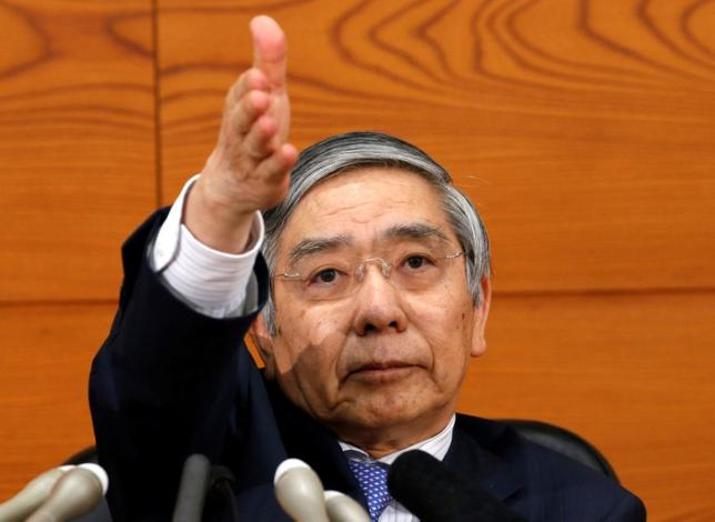 5月27日、日銀の黒田東彦総裁(写真)は、国債など大規模な資産買い入れや長期金利を誘導目標とする「非伝統的な金融政策」によって中央銀行の市場でのプレゼンスが格段に大きくなり、関わりも変わっている、との認識を示した。4月撮影(2017年 ロイター/Kim Kyung-Hoon)