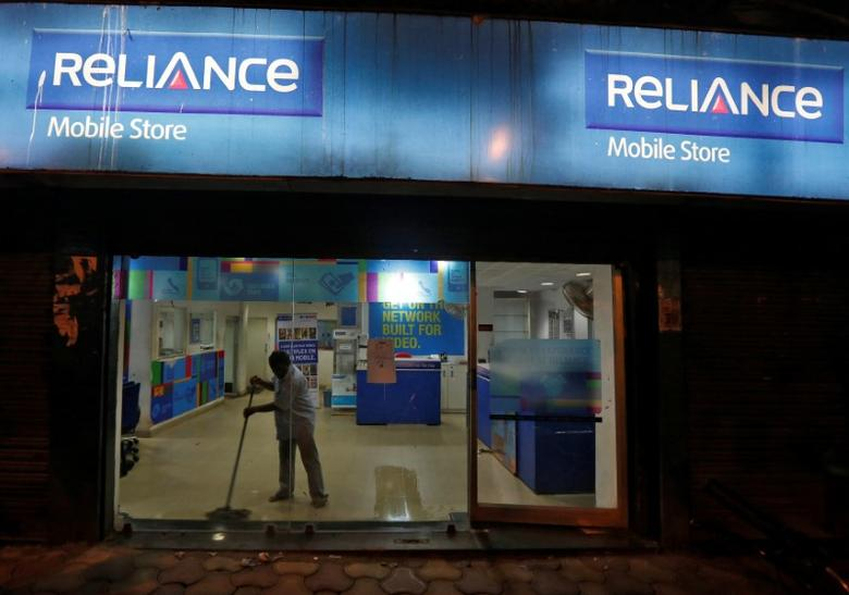 A worker cleans a mobile store of Reliance Communications Ltd, controlled by billionaire Anil Ambani, in Kolkata, India, September 10, 2016. Picture taken September 10, 2016. REUTERS/Rupak De Chowdhuri