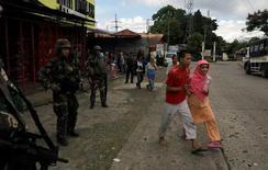 العثور على جثث مدنيين بالقرب من مدينة فلبينية يحاصرها متشددون