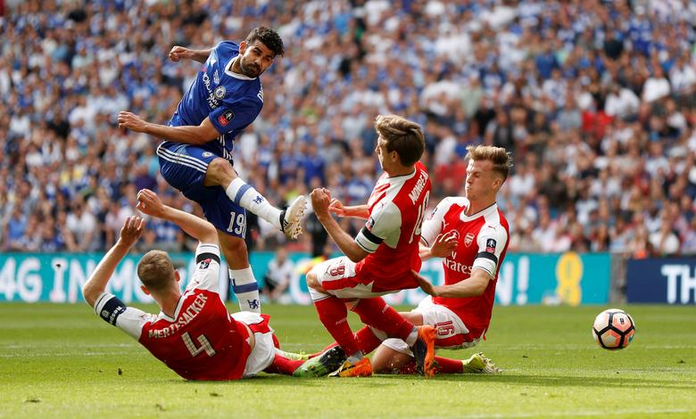 Arsenal v Chelsea - FA Cup Final - Wembley Stadium - 27/5/17 Chelsea's Diego Costa shoots at goal as Arsenal's Per Mertesacker (L), Nacho Monreal and Rob Holding (R) attempt to blockAction Images via Reuters / John Sibley