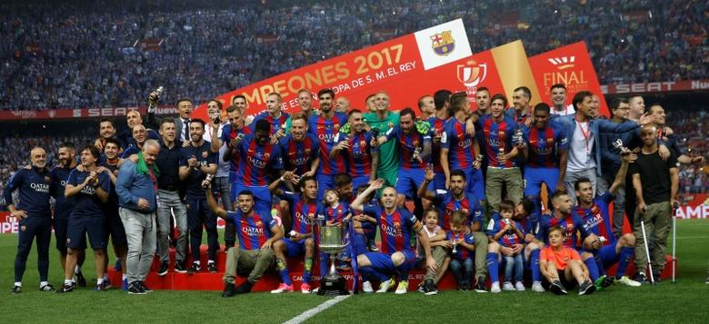 FC Barcelona v Deportivo Alaves - Spanish King's Cup Final - Vicente Calderon Stadium, Madrid, Spain - 27/5/17 Barcelona's Andres Iniesta (C) celebrates with team mates and the trophy at the end of the matchReuters / Susana Vera