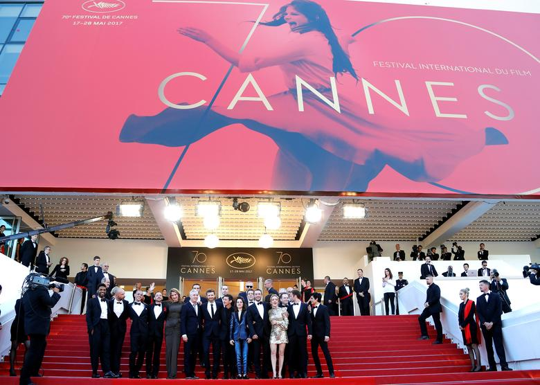 70th Cannes Film Festival - Screening of the film ''120 battements par minute'' (120 Beats Per Minute) in competition - Cannes, France. 20/05/2017. Director Robin Campillo, cast members Nahuel Perez Biscayart, Arnaud Valois, Adele Haenel, Aloise Sauvage, Antoine Reinartz and team pose.     REUTERS/Eric Gaillard