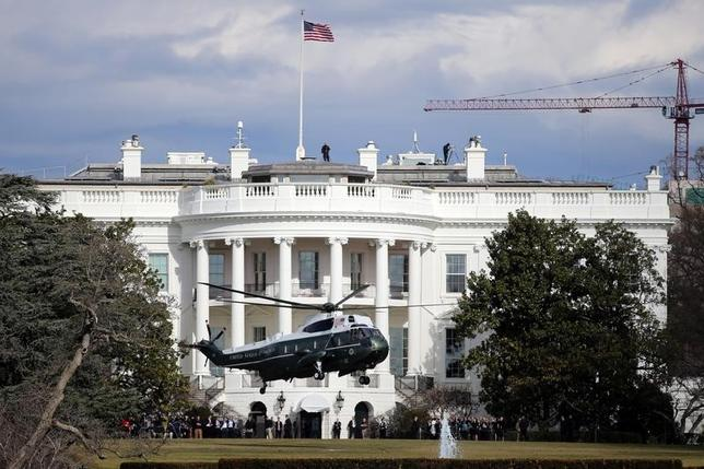 5月26日、2016年の米大統領選挙へのロシアの介入疑惑を調べている米上院情報委員会は、トランプ大統領の政治団体に対し2015年6月の選挙運動開始時にさかのぼって全ての文書を提出するよう求めた。ホワイトハウスで2017年1月撮影(2017年 ロイター/Carlos Barria)