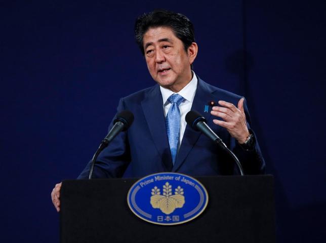 5月29日、政府の成長戦略「日本再興戦略」の全容がわかった。2020年代に小型無人機ドローンでの荷物配送を本格化させる具体策などを示す。4月撮影(2017年 ロイター/Peter Nicholls)